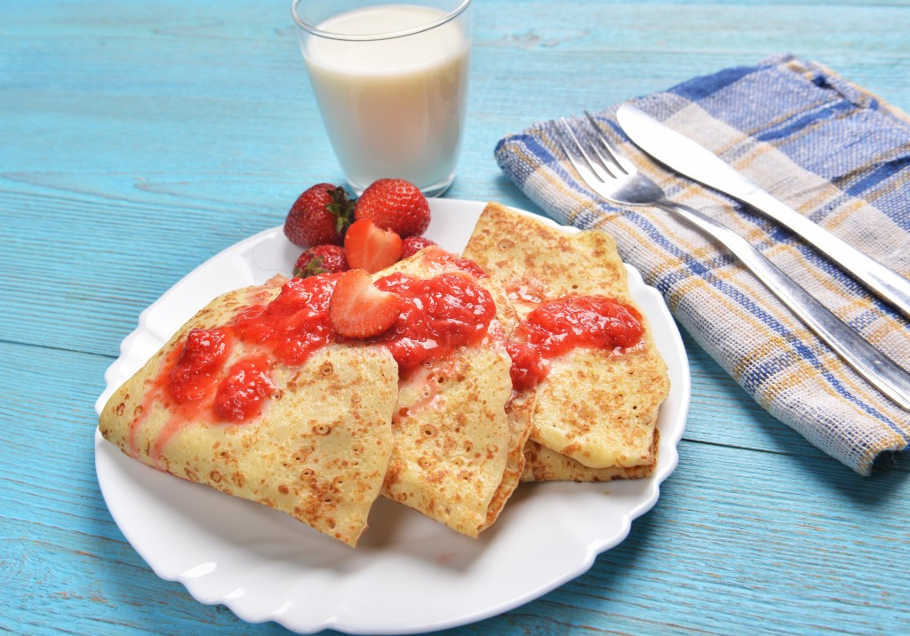 Hommade pancakes with strawberries
